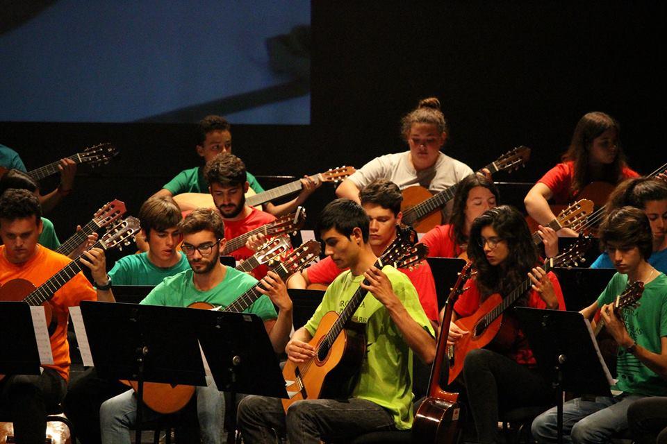 De Olhos Postos na Associação de Guitarra do Algarve (AGA) e na Orquestra Juvenil de Guitarras do Algarve